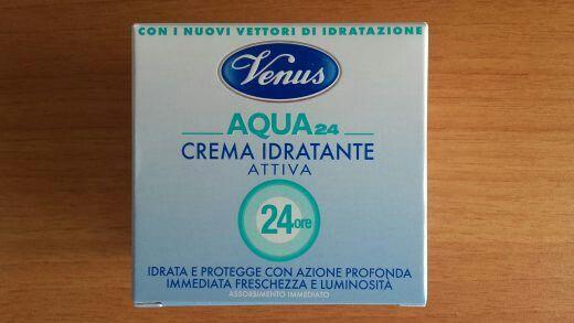 Crema viso Aqua24Idratante attiva. Fresca, profumata. Ideale per una sferzata da freschezza ed energia. Da Venus. Da provare.