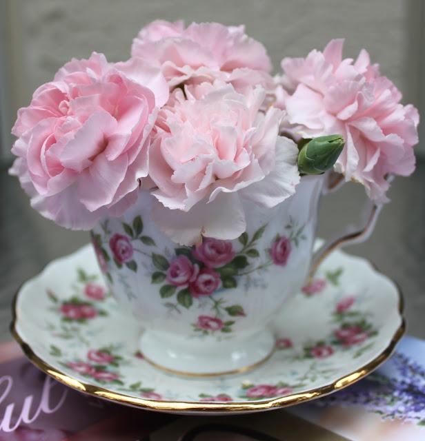 Pink with rose teacup.Pink Flower, Teas Tables, Teas Time, Teas Cups, Flower Arrangements, Ana Rosa, Teas Sets, Flower Display, Teas Parties