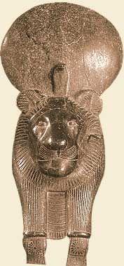 Сехмет.   Была хранительницей мира и защитницей людей. К ней обращались в минуты опасности. Считалось, что ее гнев приносил мор и эпидемии и, когда в Египте разразилась эпидемия чумы, фараон Аменхотеп III приказал изготовить семьсот статуй богини, чтобы умилостивить разгневанных богов. Изображалась в виде женщины с головой львицы .  Центр культа. Мемфис. Храмы воздвигались на краю пустыни, где бродили дикие львы. Богине поклонялись в храме Гелиополиса, где жрецы держали священных львов.