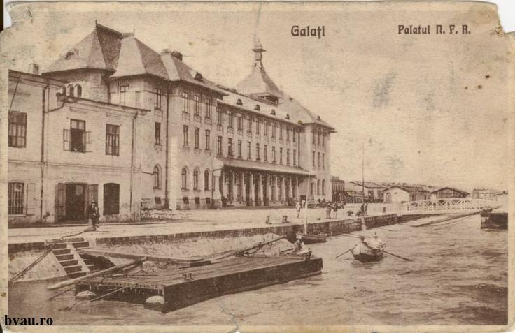 """Palatul Navigaţiei, Galati, Romania, anul [192_?], http://stone.bvau.ro:8282/greenstone/collect/fotograf/index/assoc/J1FI1755.dir/1FI1755.jpg.  Imagine din colecţiile Bibliotecii Judeţene """"V.A. Urechia"""" Galaţi."""