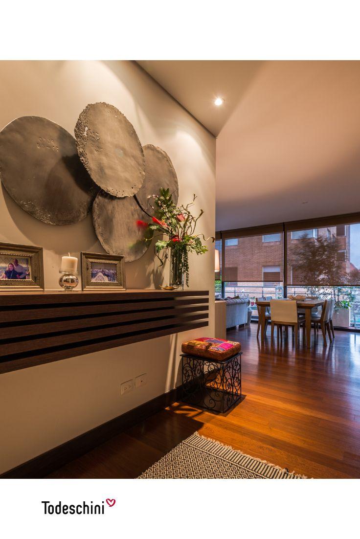 Un recibidor moderno y con un diseñado personalizado en paneles elaborados en MDP Avela Touch de 40mm refleja elegancia, sofisticación y un gran estilo, haciendo que tu hogar sea ejemplo de decoración. #Diseñodeinteriores #Decoración #Todeschini #ambientes #mueblesamedida #arquitectura