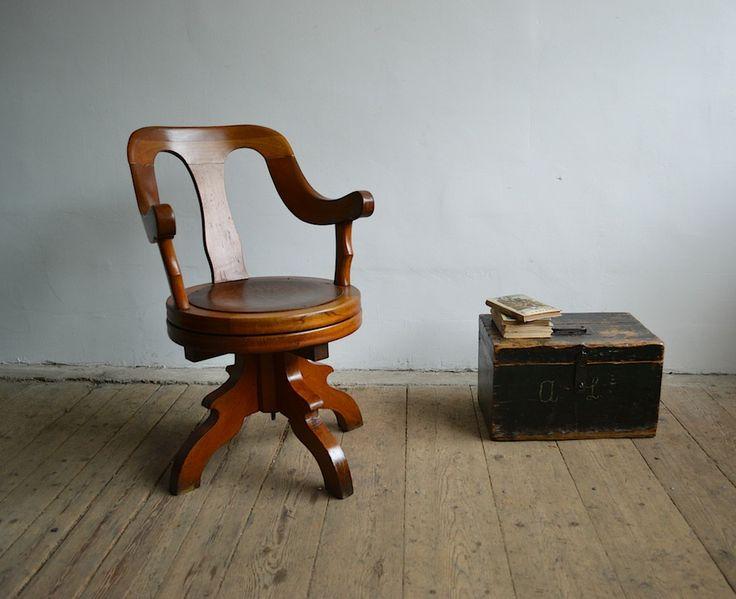 Art deco barber's chair (artKRAFT Original Industrial Furniture)