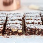 Chocolade dadelwalnotenreepjes met kokos