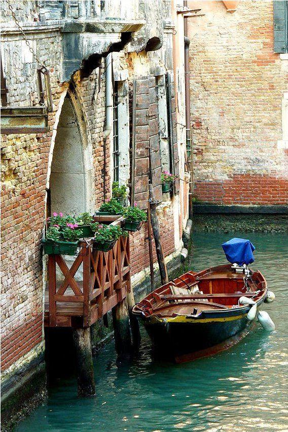 Venetian canal (by Elisabetta Casale ©)