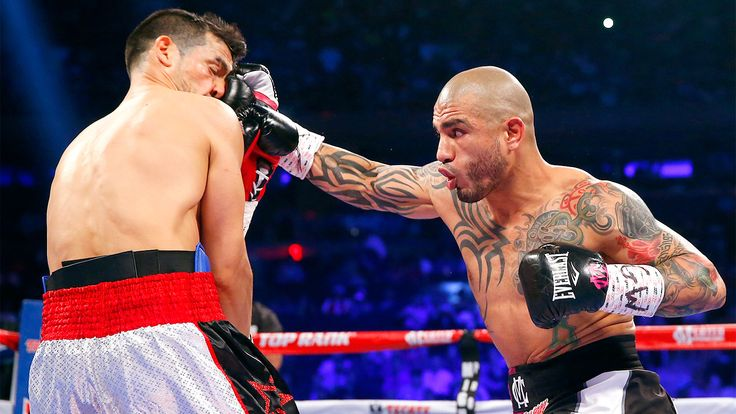 Miguel Cotto stops Sergio Martinez to win WBC middleweight title