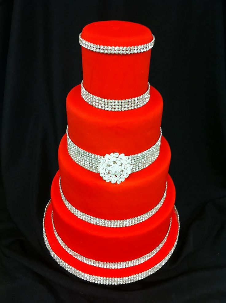 Interesting......RED and BLING wedding cake~!!!