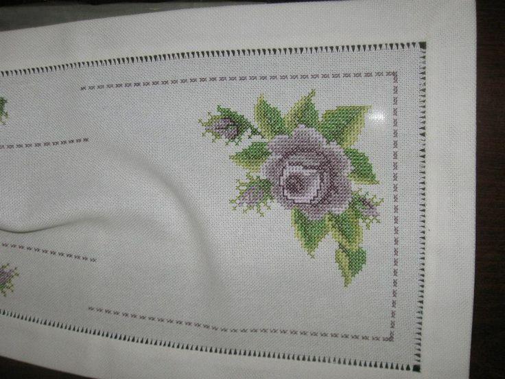 Handmade embrodery &linen table runner