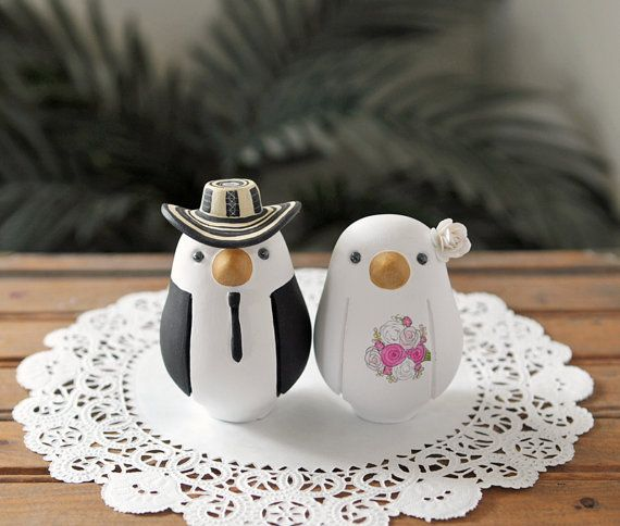 Colombian Wedding Cake Topper! Sombrero Voltiao' =)