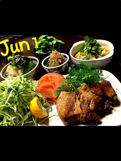 今日はお肉とお野菜を…  これでもかっ❗❓  と、言う位食べたくなったからコンなん作っちゃいました〜  頂きまぁ〜す - 173件のもぐもぐ - グリルドポークお野菜の卵とじ・ふきのさっぱり煮・枝豆・蕪と青菜のお浸し by Jun1Nakada