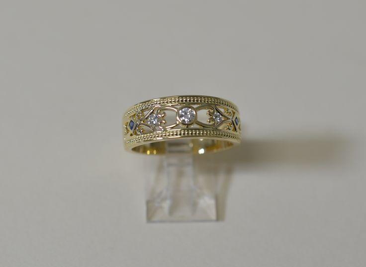Gorgeous 9ct diamond dress ring