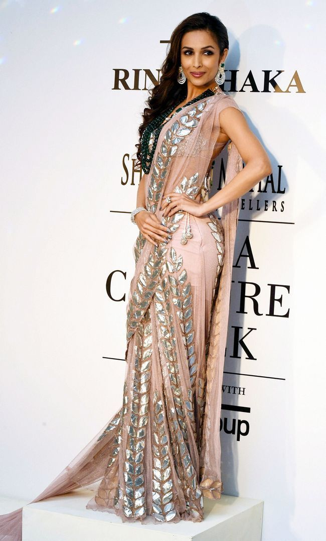 Malaika Arora Khan posed for the shutterbugs at the India Couture Week 2014. #Style #Bollywood #Fashion #Beauty #ICW2014