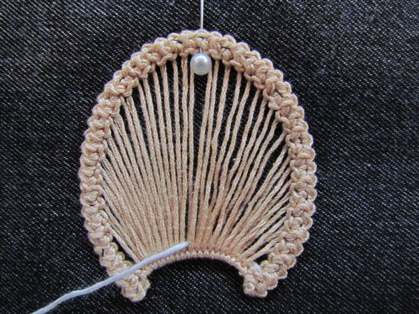 Romanian point lace step 3