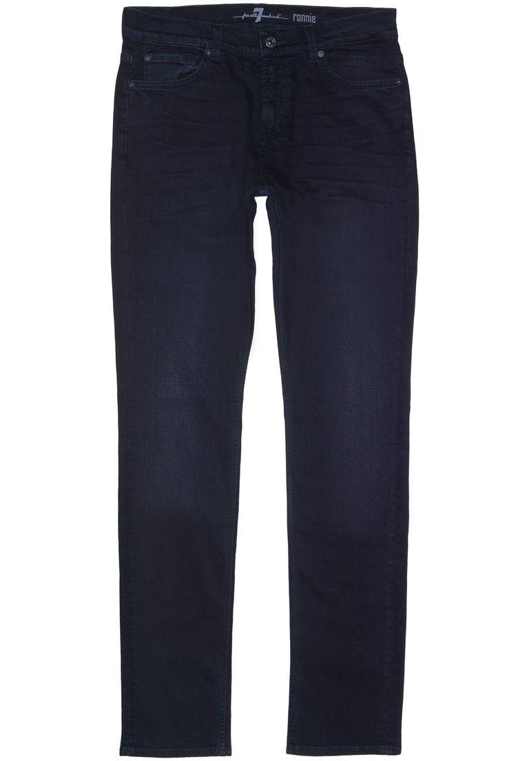 Donkerblauwe stretch jeans van 7 For All Mankind. Over de gehele jeans zit een hele lichte wassing (NorthwestVal).  De herkenbare borduringen op de achterzakken en de kleine 7 For All Mankind logo's zijn ook weer op deze jeans aanwezig. Het gaat hier om het model, the skinny Ronnie