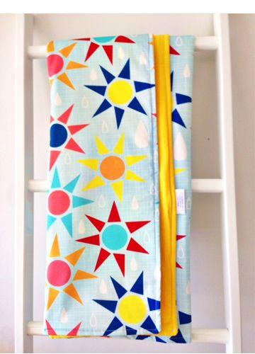 Buster Boo : Little Linens Baby Cot Blanket Quilt Sun Showers  #beanandme #nursery #nurserydecor