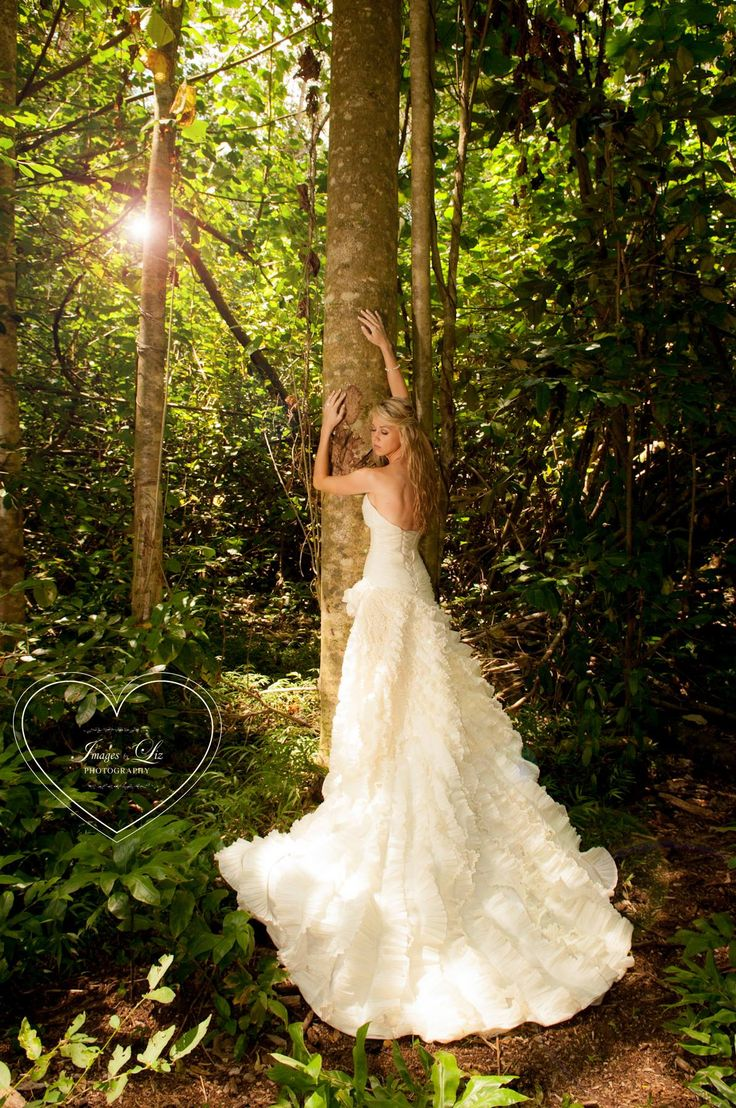 Wedding in a tropical forest- trash the dress