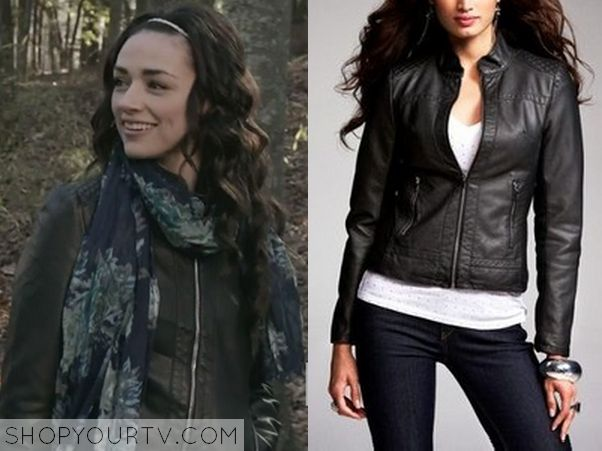 Allison Argent (Crystal Reed) wears this black collarless leather