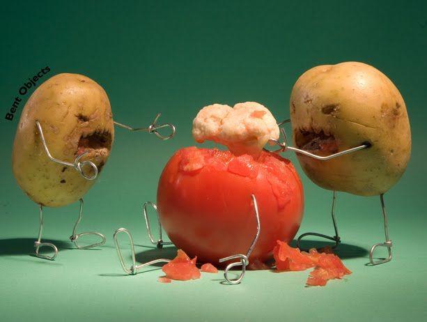 tomato, tomahto. potato, zombie.Potatoes, Boxes Design, Funny Stuff, Tomatoes, Foodart, Bent Object, Food Art, Graduation Parties, Zombies Food