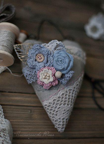 Broche artesanal. Masters Feria - hecho a mano. Establece Comprar Textil broche de corazón. Hecho a mano. Gray, vintage, lino