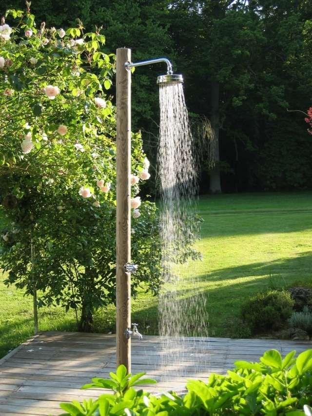 Les 25 meilleures id es de la cat gorie douche de jardin sur pinterest douche de la piscine for Exterieur piscine jardin