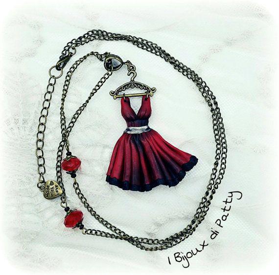 Guarda questo articolo nel mio negozio Etsy https://www.etsy.com/listing/483184959/collana-con-ciondolo-vestito-rosso