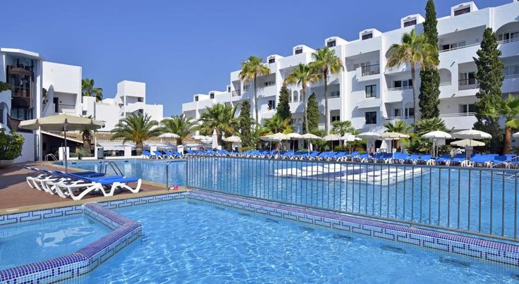 Sol Cala d´Or Apartamentos Cala D´Or This apartment complex is located in one of the most important tourist destinations in Mallorca with Ibiza-style white houses and stunning beaches.