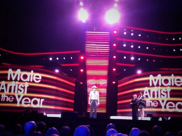 Male artist of the year @Dean Brody - and looking good!