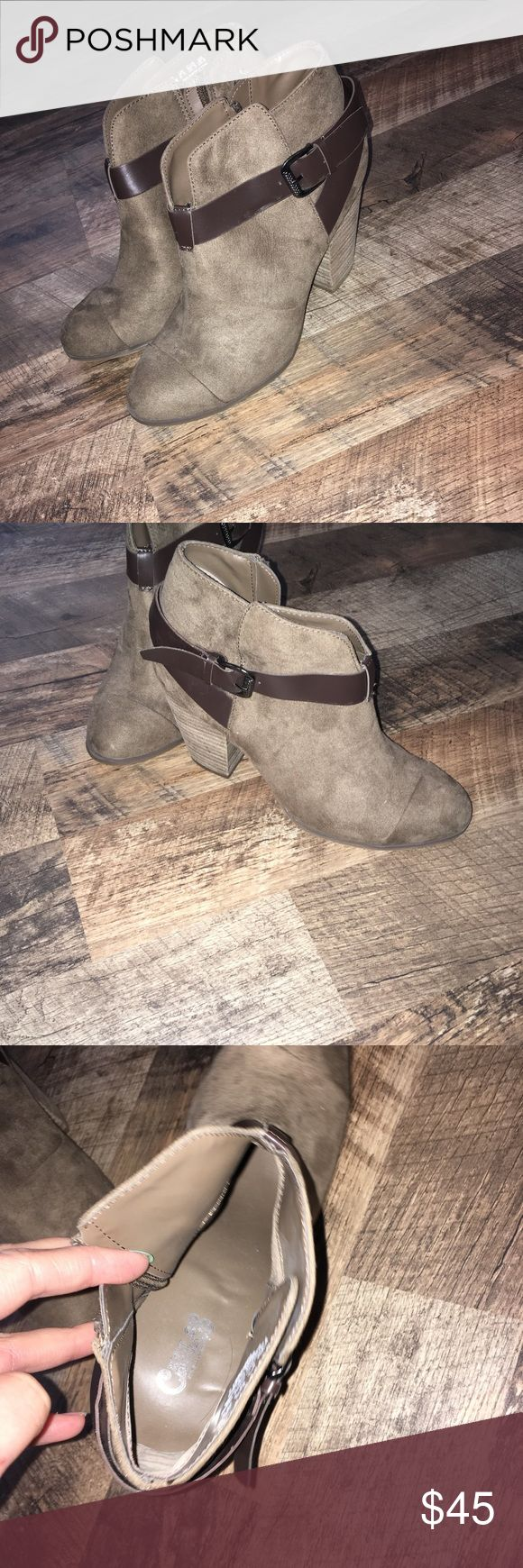 Ankle boots Barely worn ankle boots size 8.5. Super cute with skinny jeans! carlos Shoes Ankle Boots & Booties