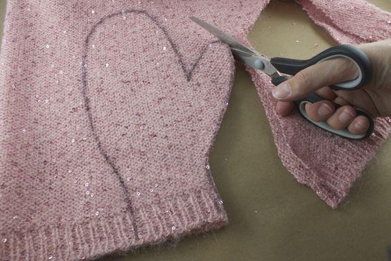 Vele jaren heeft die oude trui je begeleidt, je lichaam lekker warm gehouden en zijn zachtheid gaf je een gevoel van geborgenheid. We hebben het over je lievelingstrui. Hoe goed je deze trui ook verzorgde, en misschien zelfs alleen met de hand waste, op zeker ogenblik moet je toegeven dat de tand des tijds zijn …