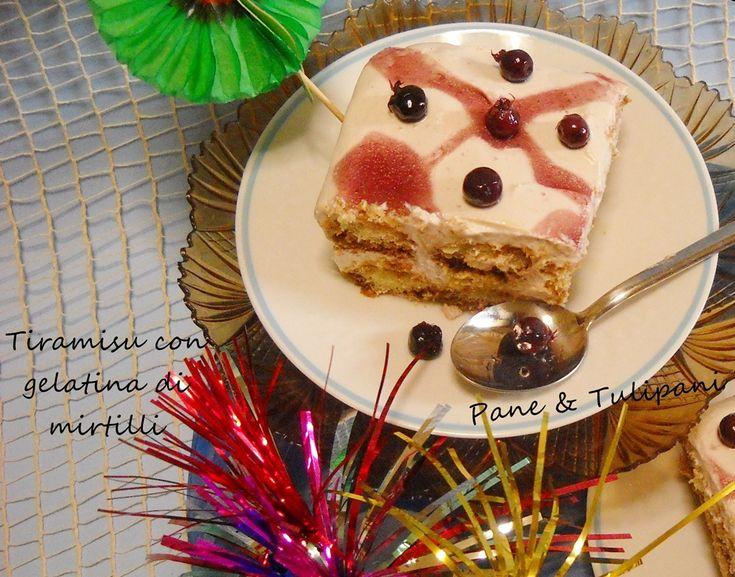 Gelatina ai mirtilli #Gelatina di #mirtilli, golosa e gustosa preparazione per aromatizzare i propri dolci...come questo #tiramisù con gelatina di mirtilli http://blog.cookaround.com/vincenzina52/gelatina-di-mirtilli/