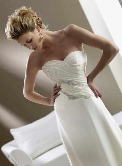 #acconciatura sposa, acconciatura raccolta morbida e semplice. Guarda altre immagini di acconciature sposa: http://www.matrimonio.it/collezioni/acconciatura/2__cat