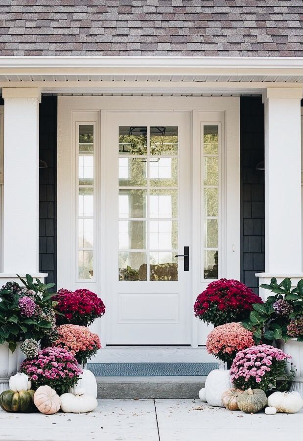 Love this front porch floral style.