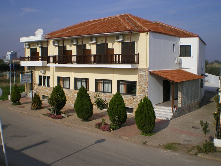 Βασιλέως παύλου 44 στην πόλη Αλμυρός, Μαγνησίας και τηλέφωνο και φαξ +302422029080 και e-mail :hotelaalos@gmail.com