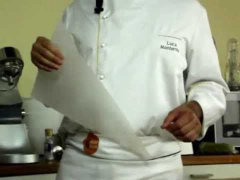 Luca Montersino ci fa vedere come fare un conetto di carta