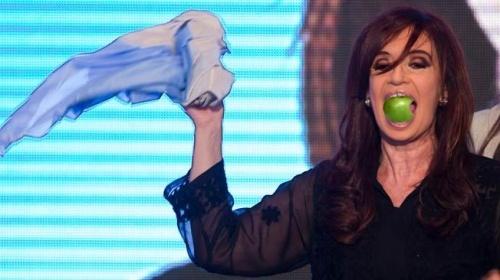 CFK no se acuerda de muchos muertos, pero sí de Steve Jobs  http://www.periodicotribuna.com.ar/9855-ni-candela-ni-flores-ni-sol-cristina-se-refiere-a-la-muerte-de-steve-jobs.html