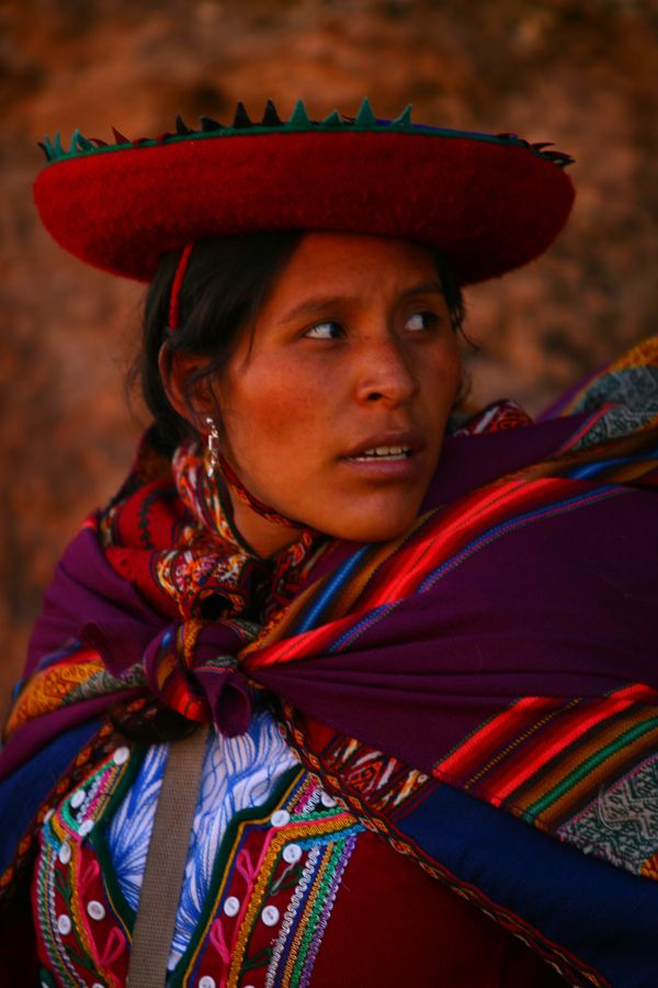 Colorful Woman In Peru | Peruvian women, Women in peru