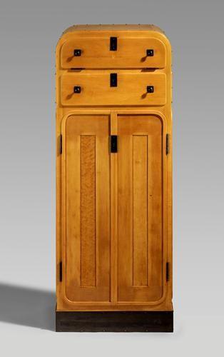 Marcel Kammerer Paire de cabinets, 1906 (Pour l'Exposition autrichienne, Londres) Sycomore, cuivre, laiton,Exécuté par Thonet .