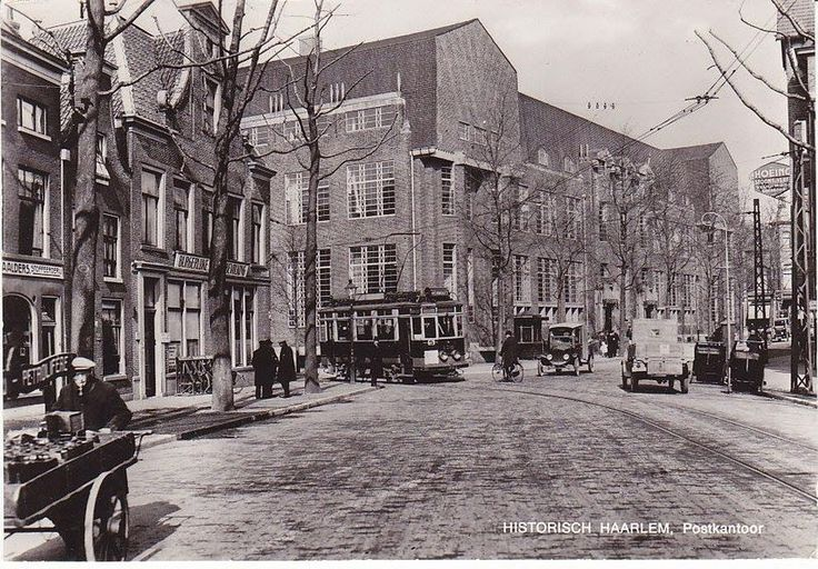 Haarlem voor 1923 Gedemte Oude Gracht hoek Raaks postkantoor (arch. J. Crouwel, 1921)