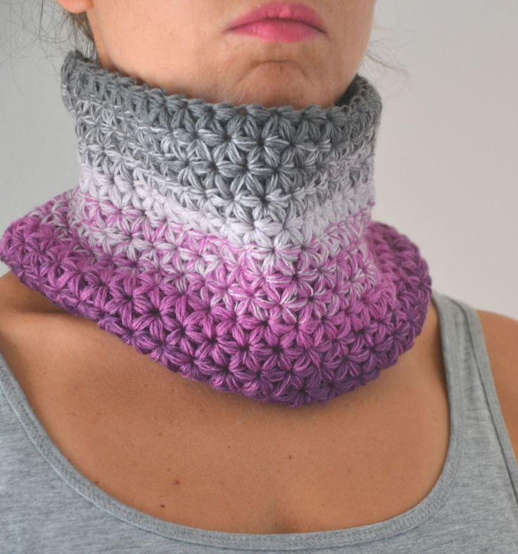 Scaldacollo ad uncinetto in morbidissima lana merino, colore sfumato grigio rosa…