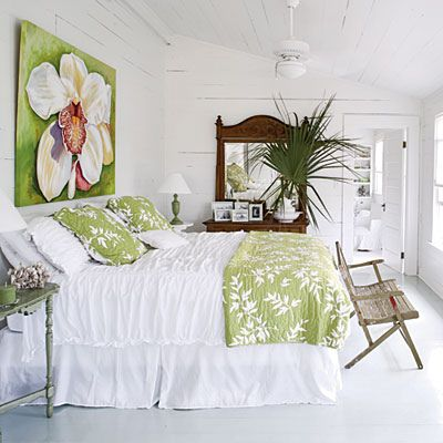 pretty                                                                                                                                                           White cottage Bedroom                                                                    ..