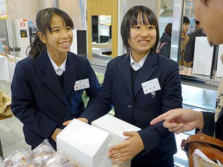 スイーツで巡る「銀の馬車道」ロールケーキ、姫路の高校生らが開発(写真ニュース)