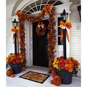 Beautiful Fall Entryway! Love the planter and light. Use large planter and board and place solor light on top