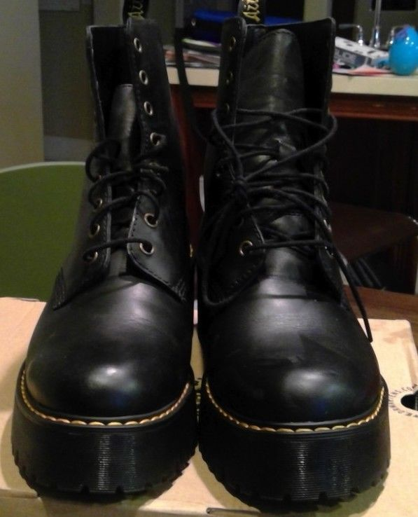 ec728104b45 Doc Martens Shriver Hi Wyoming UK Size 8 (US Womens 10) Black ...