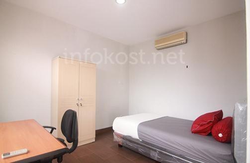 Alt Mansion room