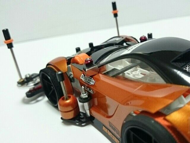 ホビーゾーン久御山でのコンデレに参加のため「リファイン」として作り直しました。 (。-∀-)  ☆変更点 ○プレート類をフルカーボンに。 ○フロントを19mmのAAに変更。ピンで初スタビ制作。スタビ部分は低摩擦の軸受け(オレンジ)を使用しました。 ○リアにカーボンの端材でローラーガードを制作。 ○その他、部品数を減らし軽量化。ボディの立て付けの見直し、など。  今回ボディは触ってません。綺麗に拭いたぐらいですw 自身初のフルカーボン化。仕上がるとキリっとしていい感じですが加工が大変なのでまた造るとなると・・・💧でもいい経験になりましたw σ( ̄∇ ̄;)  重量は電池抜きで138gです。前の状態からかなり部品数減らしたんですがまだまだ重いです。  2016/8/21 ホビーゾーン久御山のコンデレに出品してきました。まだ参加者が少ないみたいなのでどーなるかわかりませんが少しでも盛り上がってくれたら嬉しいですね♪ (ノ´∀`*)  2016/8/22 900view107cool 皆さんたくさんのcoolありがとうございます! <(_ _...