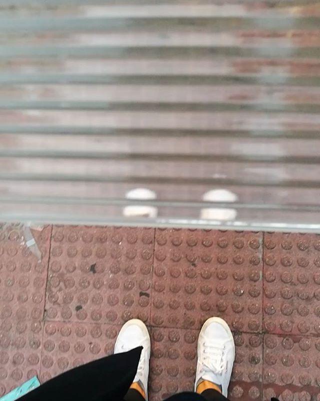 Muestra de vidrio con textura. Reforma ALC Madrid. #vidrio #workinprogress #distorsion #muestras #vidriotexturado #glass #interiorispiration