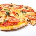 Rica receta para hacer tus propias pizzas. Le puedes poner los ingredientes que gustes.