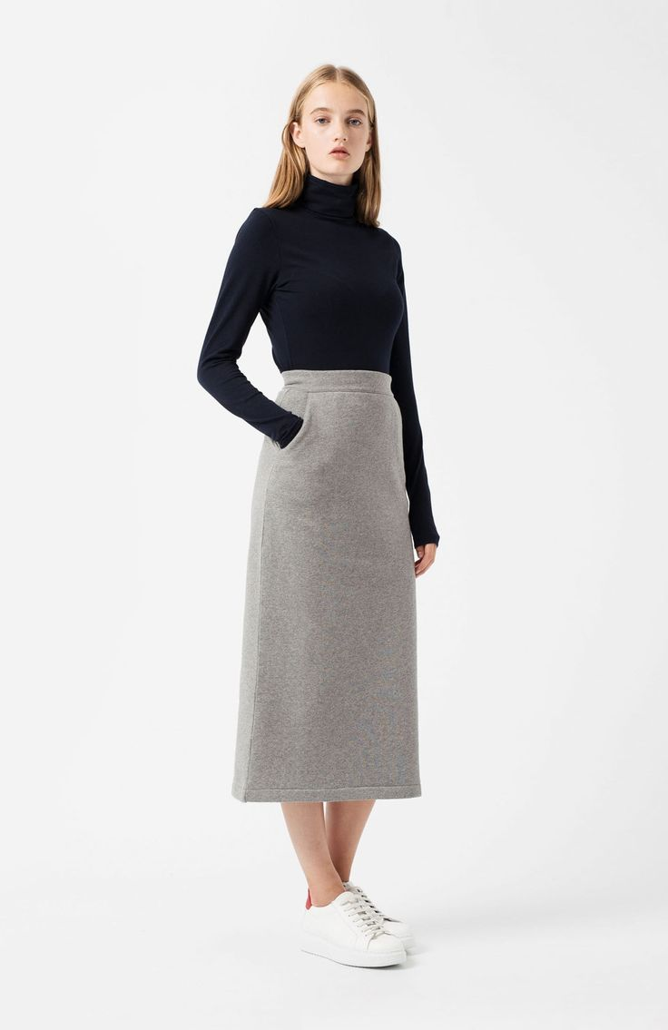 Agurnebi grey skirt. DESCRIPTION SIZE GUIDE DELIVERIES AND RETURNS FAQ Ref. LM46048470091 Long grey tube skirt in sweatshirt fabric with side pockets. 100% cotton. Side fastening with zip and button. Snug fit.