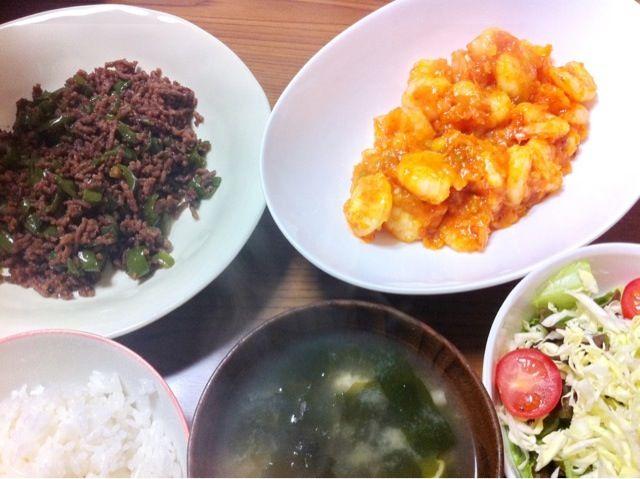 ご飯がすすむ~♡ - 3件のもぐもぐ - エビチリ、ピーマンそぼろ、サラダ by satoforza