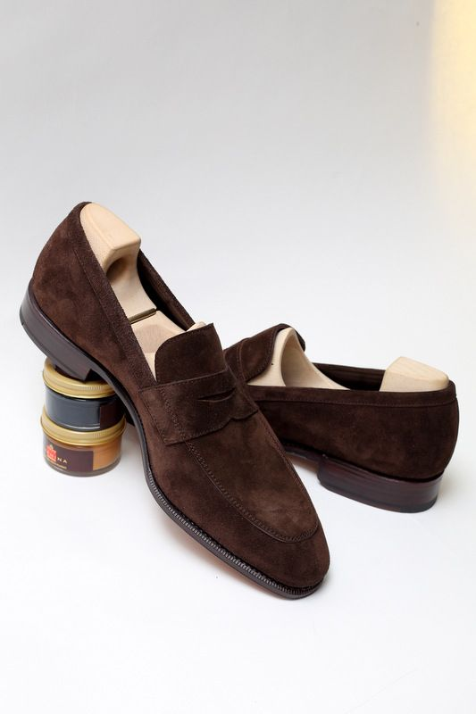 lnsee:  Criss-cross. Suede loafers by Carmina.