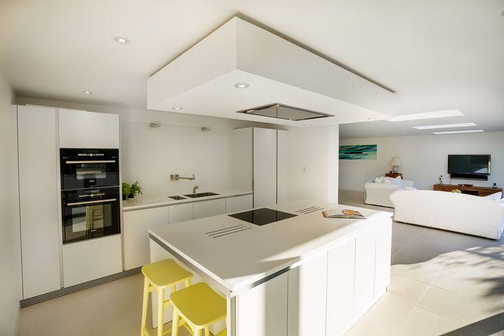 bulthaup b1 kitchen in Alpine White matt lacquer. Siemens appliances.